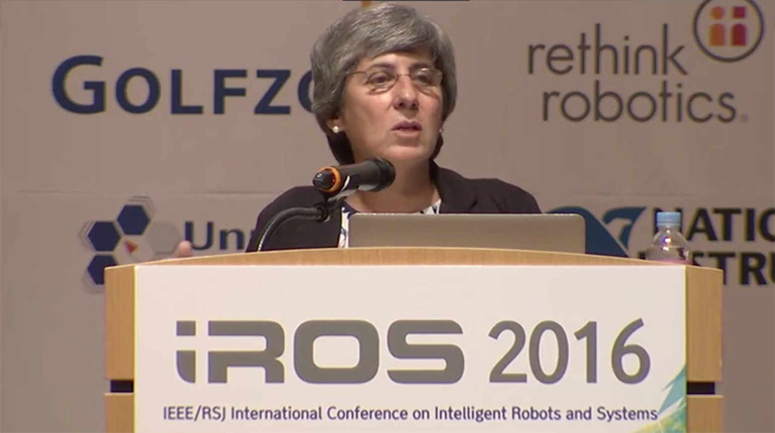 Autonomous Intelligent Service Robots: Learning and Explanations in Human-Robot Interaction